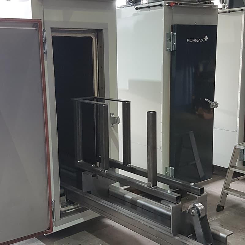 Extendable holder for easy loading and unloading.